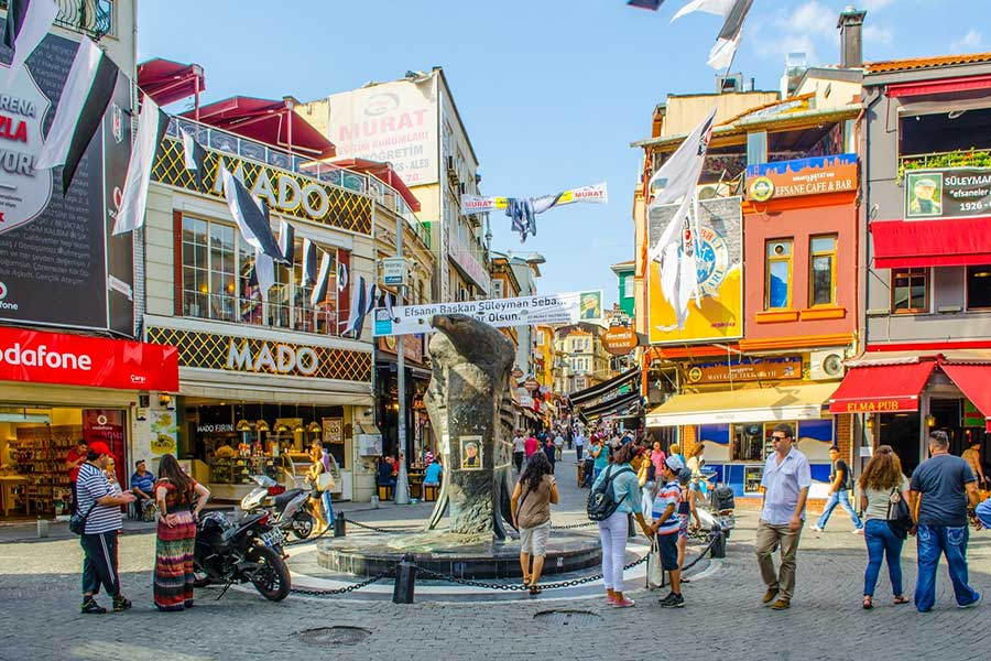 نمایی از میدان بشیکتاش در استانبول زیبا