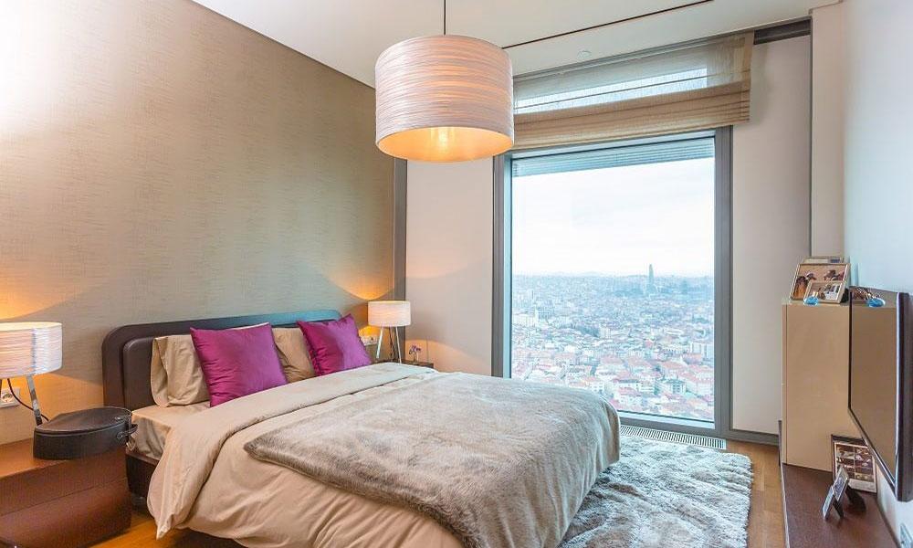اتاق خواب با پنجره هایی با ویو بی نظیر