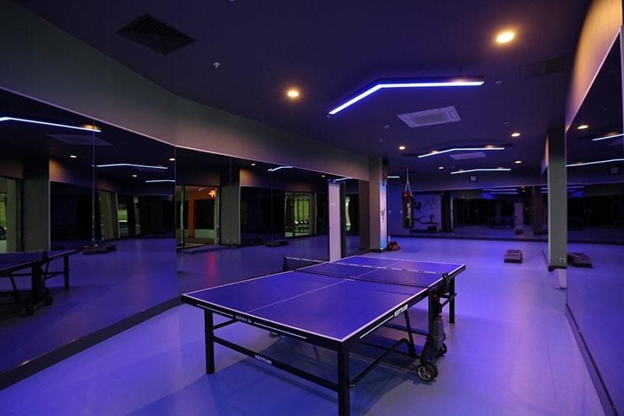 اتاق مخصوص فعالیت های ورزشی مانند پینگ پونگ