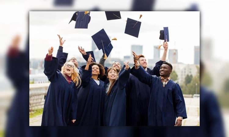 جمعی از فارغ التحصیلان در ترکیه